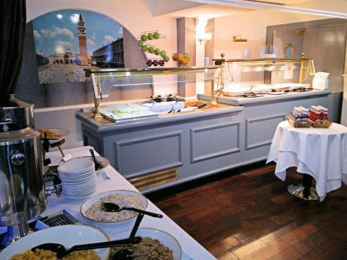 A restaurant or other place to eat at MILL Hotel & Spa