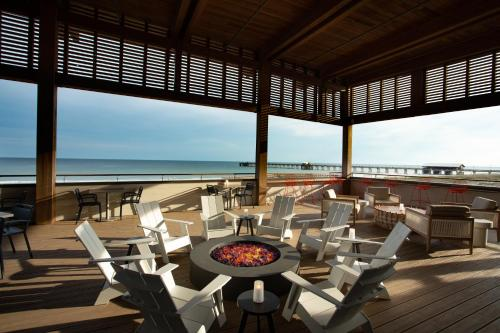 A restaurant or other place to eat at The Lodge at Gulf State Park, A Hilton Hotel