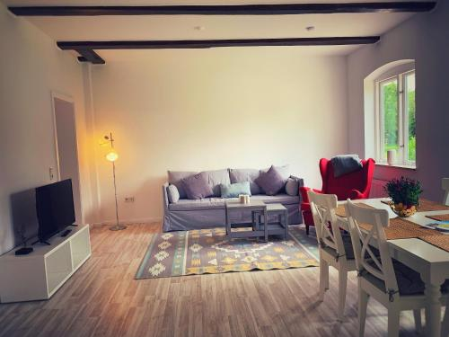Ein Sitzbereich in der Unterkunft Schickes Landhaus in Koselau&Ostsee