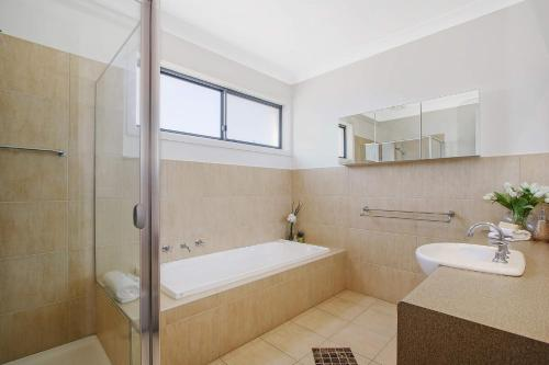A bathroom at Mulwala 105 - Water Lovers Paradise