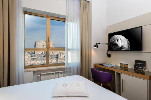 A television and/or entertainment center at NYX Hotel Milan by Leonardo Hotels