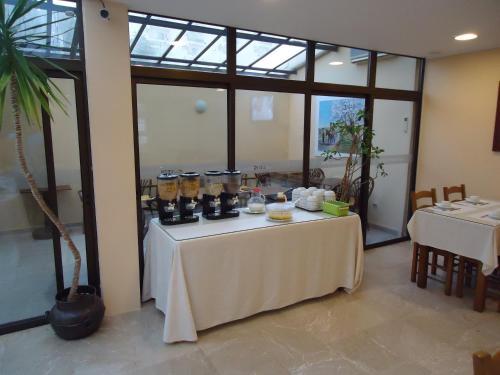 Um restaurante ou outro lugar para comer em Hotel Avenida Praia