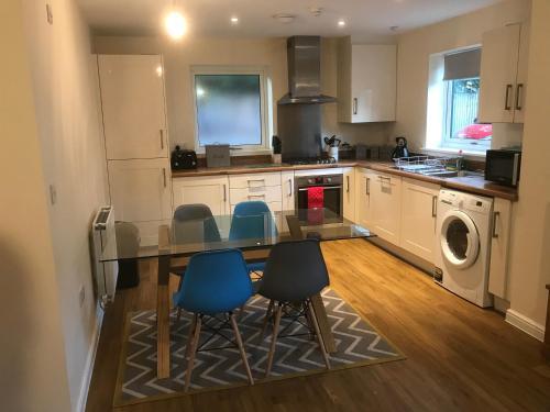 A kitchen or kitchenette at Southampton Gem