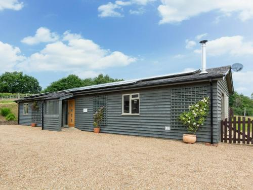 Cozy Holiday home in Broad Oaks Kent with Private Parking