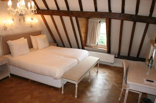A bed or beds in a room at Hotel Bigarré Maastricht Centrum