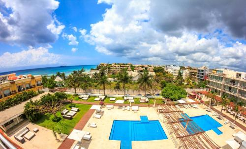 A view of the pool at Magia Beachside Apartment or nearby