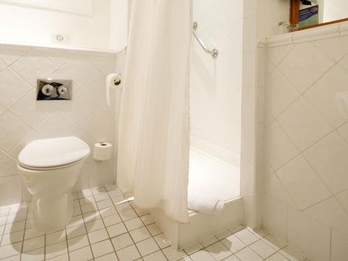A bathroom at Innkeeper's Lodge Sandbach, Holmes Chapel