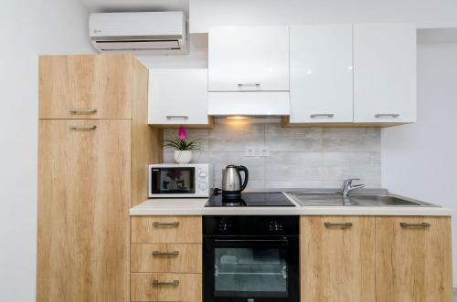A kitchen or kitchenette at Mata Family Apartments