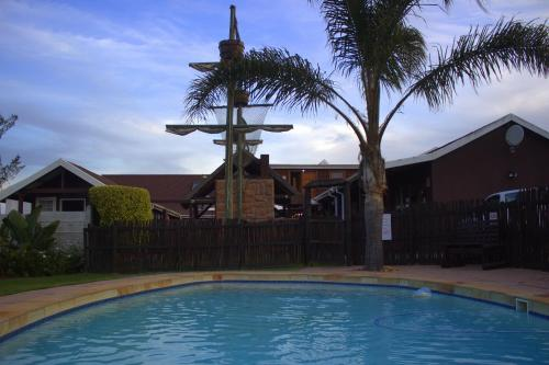 The swimming pool at or close to Bay Cove Inn