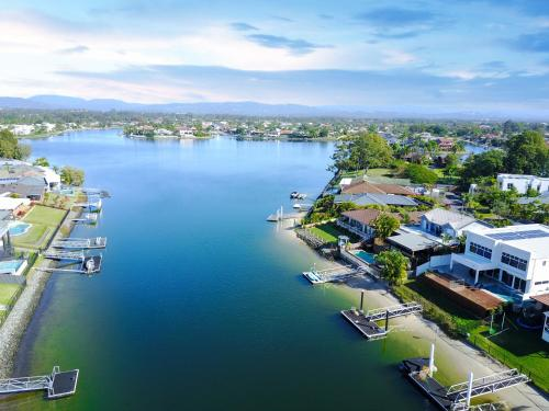 A bird's-eye view of LaVie Waterfront House - 4 Master Rooms
