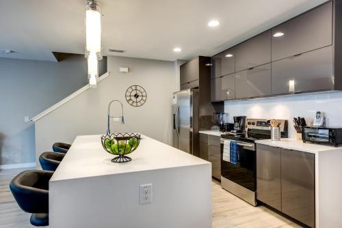 A kitchen or kitchenette at Incredible 4BR Near Parks with Pool & BBQ - 4459