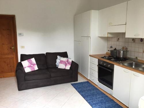 A kitchen or kitchenette at Appartamenti Chianti