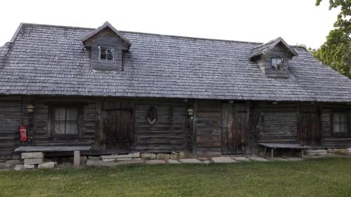 Hoone, kus talumajutus asub