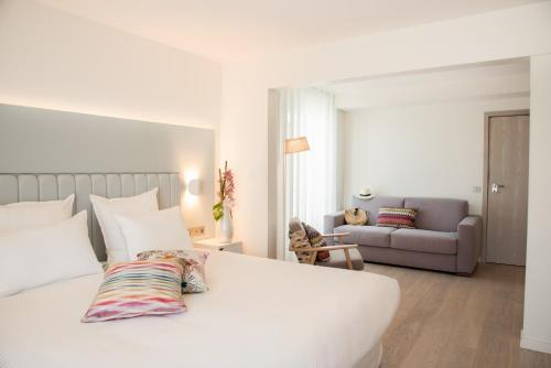 A bed or beds in a room at Hotel Croisette Beach Cannes Mgallery