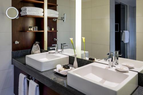 Ein Badezimmer in der Unterkunft Pullman Cologne