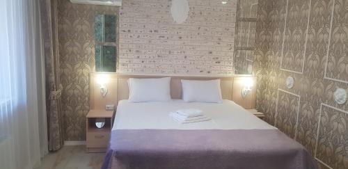 Кровать или кровати в номере Квартира в ЖК Центральный на Буденного
