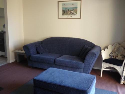 A seating area at Blackheath Holiday Cabins