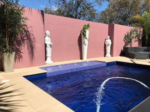 The swimming pool at or near Mulwala Lakeside Townhouse #2