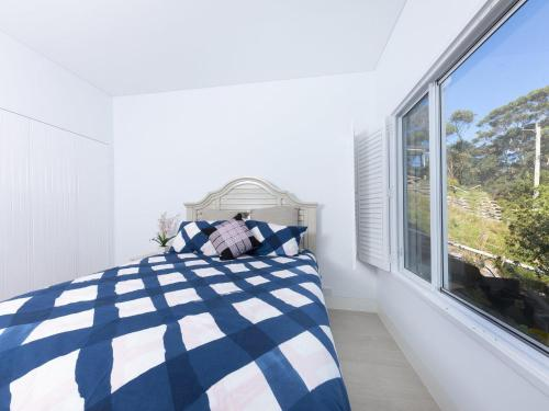 A bed or beds in a room at Sugarloaf at Seal Rocks