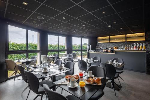Restaurant ou autre lieu de restauration dans l'établissement Hotel l'Ortega Rennes Aeroport