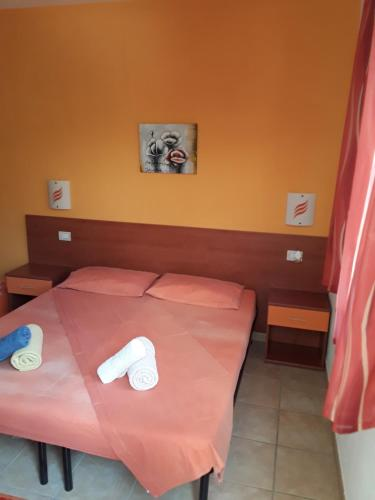 A bed or beds in a room at Guesthouse Affittacamere Goloritzè