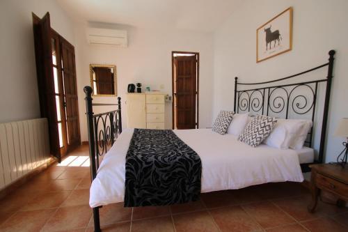Een bed of bedden in een kamer bij Casa del Patio