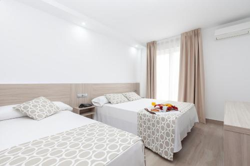 Кровать или кровати в номере Hotel Olympia Ronda II