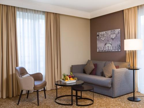 A seating area at Marriott Executive Apartments Brussels