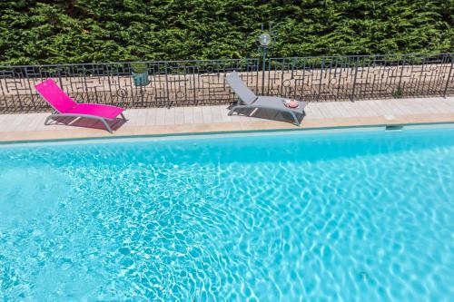 The swimming pool at or close to Ancre du Cap