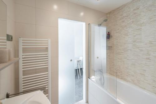A bathroom at Apartment Slavikova 11