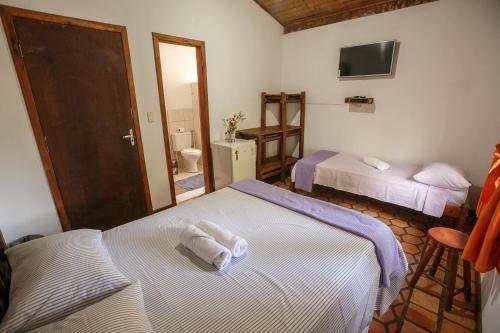 A bed or beds in a room at Pousada Casa de Jorge