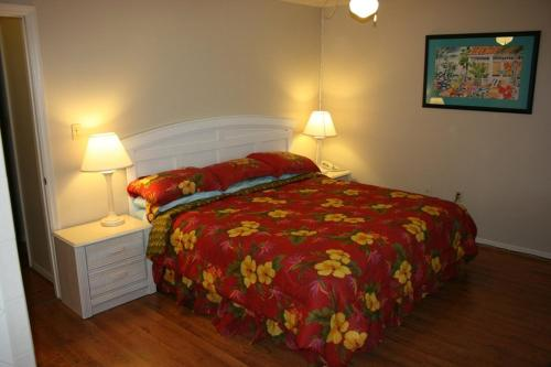 A bed or beds in a room at Florida Vacation Villas