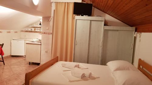 Postel nebo postele na pokoji v ubytování Apartments Tatjana