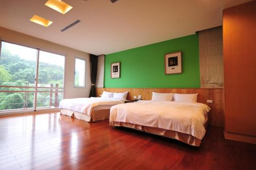 A bed or beds in a room at Sun Moon Lake Karuizawa Villa