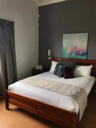 A bed or beds in a room at Beltana Villas
