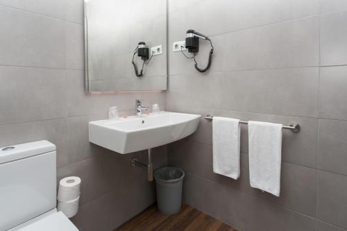 Ett badrum på Hostal Operaramblas