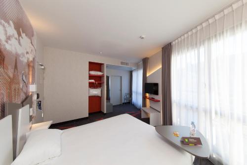 Кровать или кровати в номере ibis Styles Poitiers Centre