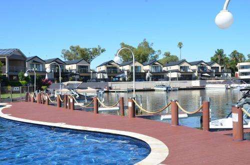 The swimming pool at or near Cypress Townhouse 21 - Mulwala