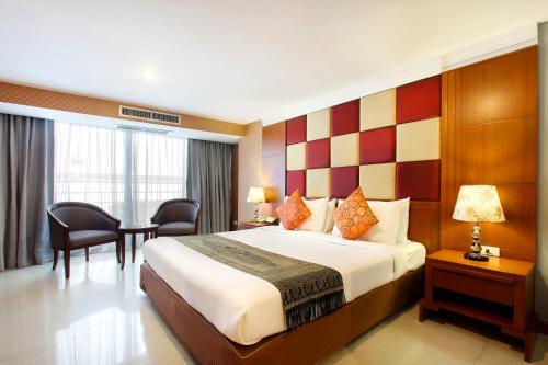 Кровать или кровати в номере Bally Suite Sukhumvit