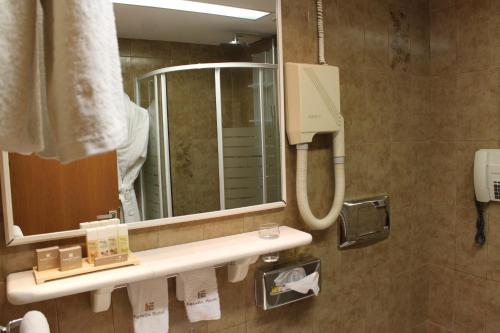 A bathroom at Egnatia City Hotel & Spa