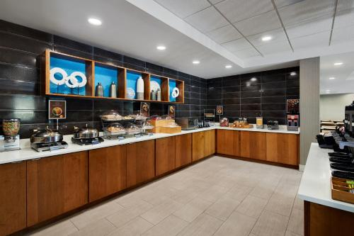 A restaurant or other place to eat at SpringHill Suites by Marriott Richmond North/Glen Allen