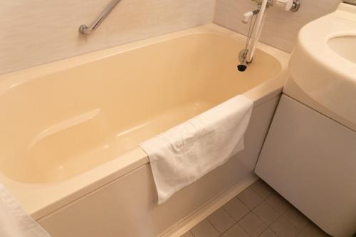 A bathroom at Pearl Hotel Yaesu