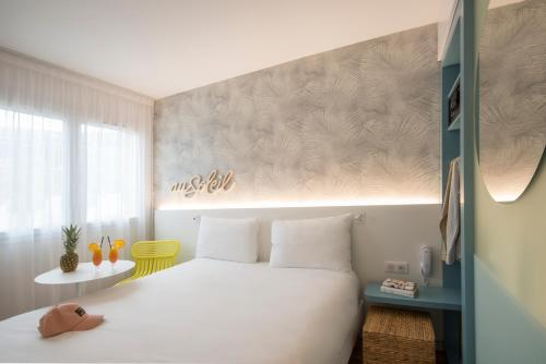A bed or beds in a room at ibis Styles Nice Cap 3000