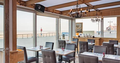 Een restaurant of ander eetgelegenheid bij Hotel De Zeebries