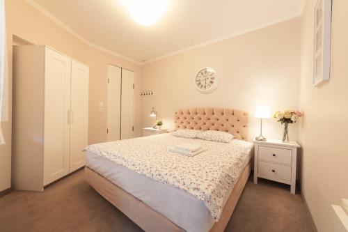 Łóżko lub łóżka w pokoju w obiekcie Boleslav Home