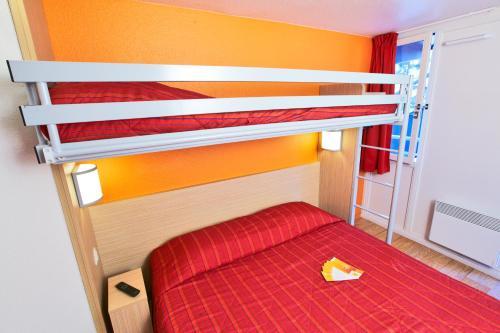 Een stapelbed of stapelbedden in een kamer bij Premiere Classe Lille Nord - Tourcoing