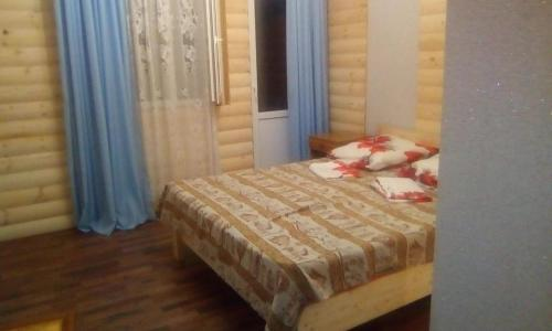 Кровать или кровати в номере Зелёный двор