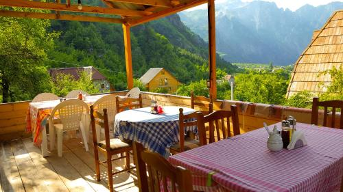 """A restaurant or other place to eat at Guesthouse """"Gjin Thana"""""""
