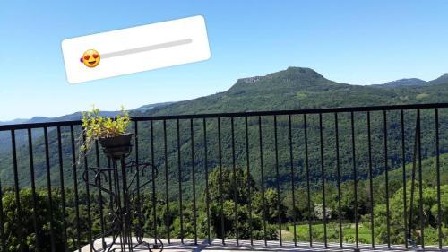 Uma vista da montanha tirada do hostel