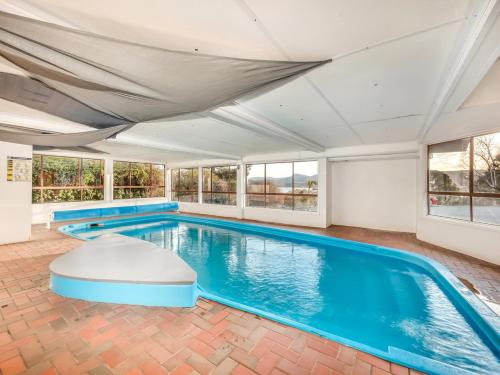 The swimming pool at or near Snowy Valley Jindabyne